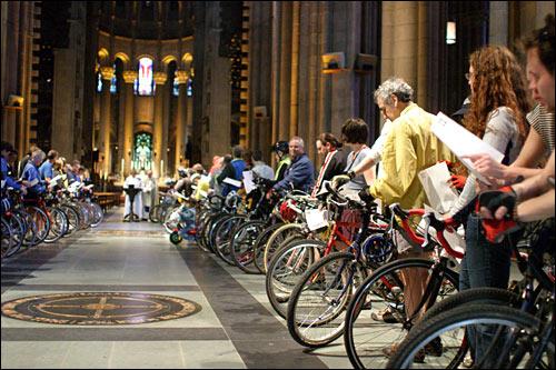 2006_04_blessingbikes